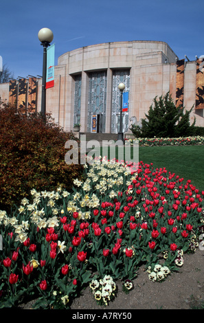 North America, USA, Washington, Seattle Wing Luke Asian Museum in Volunteer Park with tulips and daffodils - Stock Photo