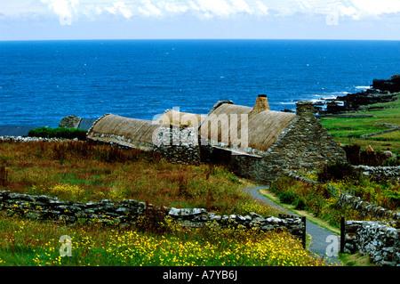 Europe, United Kingdom, Scotland, Shetland Islands, Mainland, Shetland Crofthouse, c. 1880 with traditional thatched - Stock Photo