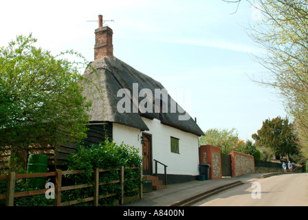 A medieval thatch-roofed cottage in Church End, Walkern - Stock Photo