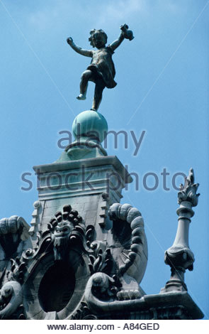 Rooftop sculptures in the Grand Place, Brussels, Belgiom - Stock Photo