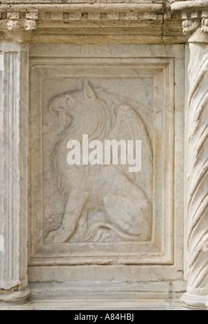 Perugia, Umbria, Italy. Fontana Maggiore (13thC) in Piazza IV Novembre. Detail of carved Gryphon (symbol of Perugia) - Stock Photo