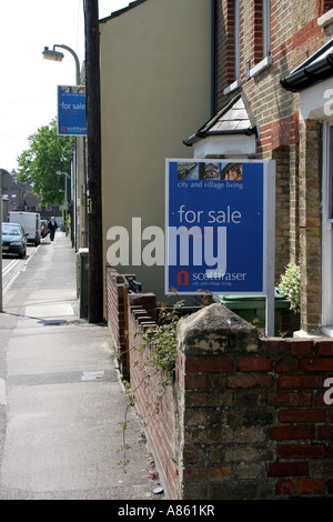 Houses for sale in Headington Oxford. - Stock Photo