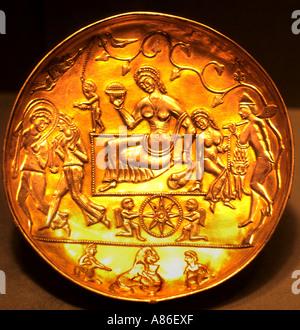Museum Sasanian Bowl  Gold Afghanistan 400-600 ad Sassanid Persian Empire - Stock Photo