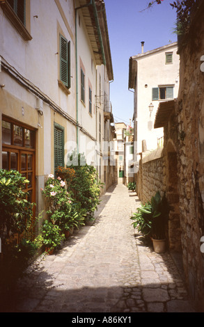 The back street of Carrer de Sant Antoni in Soller, Mallorca, Balearic Islands, Spain. - Stock Photo