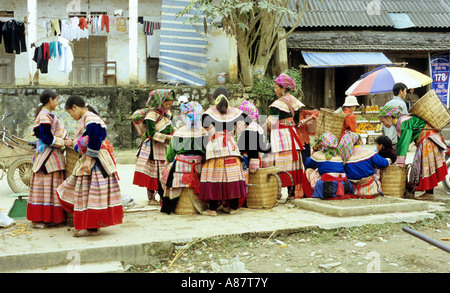 Traditionally dressed Flower Hmong women and girls, Sunday market, Bac Ha, NW Viet Nam - Stock Photo
