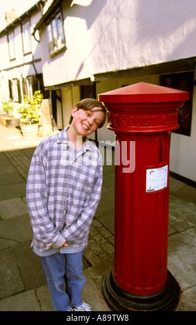 Berkshire Eton High Street boy at Victorian Post Box PBviii model - Stock Photo