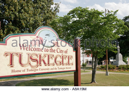 Alabama Tuskegee courthouse square welcome sign - Stock Photo