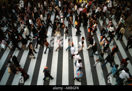 People on busy pedestrian crossing, Osaka, Japan. (some figures sharp, some with subtle motion blur) - Stock Photo