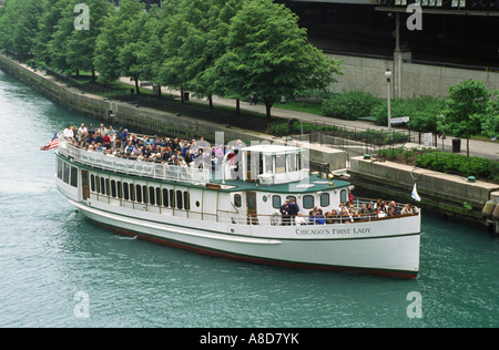 CHICAGOS FIRST LADY takes tourists on the Architectural and Historic Cruise along the Chicago River CHICAGO ILLINOIS - Stock Photo