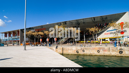 Barcelona the Mare Magnum shopping mall in the Port Vell harbour development - Stock Photo