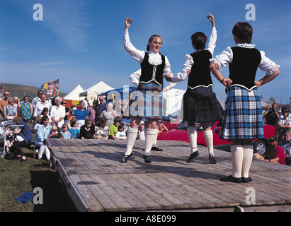 dh West Mainland Show DOUNBY ORKNEY Kilted girl dancers scottish highland dance display - Stock Photo