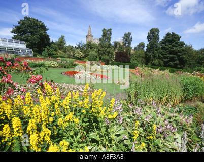dh Pittencrieff Park DUNFERMLINE FIFE Flower gardens and Dunfermline Abbey flowers summer scotland garden
