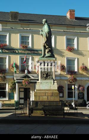 statue of 1st duke of wellington arthur wellesley and his. Black Bedroom Furniture Sets. Home Design Ideas