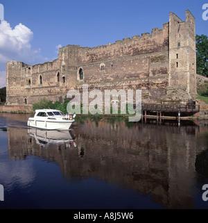 Ruins of Newark Castle beside river Trent - Stock Photo