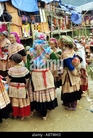 Group of  traditionally dressed Flower Hmong women and a young girl at the Saturday market, Can Cau, NW Viet Nam - Stock Photo
