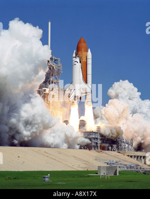 Launch of the Space Shuttle Atlantis and its six member crew - Stock Photo