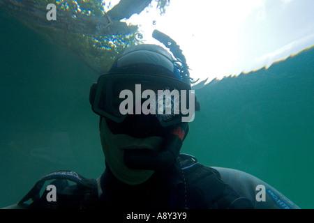 Doubtful snorkeller watching a freshwater jellyfish (France).  Plongeur dubitatif observant une méduse d'eau douce - Stock Photo