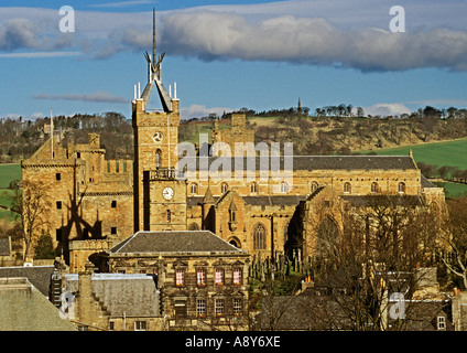 Linlithgow Palace St Michaels Parish Church and the Town House Linlithgow - Stock Photo