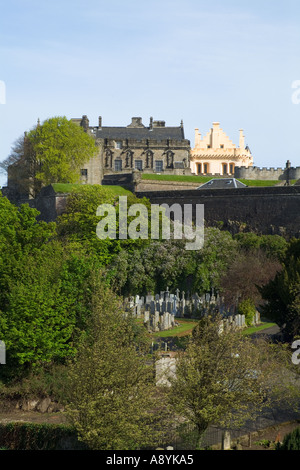 dh  STIRLING STIRLINGSHIRE Stirling Castle and Stirling town Valley cemetery