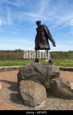 dh David Stirling memorial DOUNE STIRLINGSHIRE Statue SAS founder 1941 british ww2 special forces historical world war 2