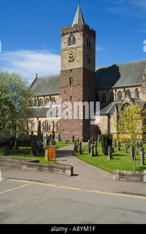 dh Dunblane cathedral DUNBLANE STIRLINGSHIRE Church entrance graveyard clock tower scotland