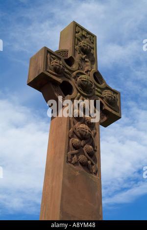 dh Keltic cross BRIDE OF EARN PERTHSHIRE Carved sandstone war memorial christian nobody scotland stone celtic art