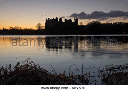 A view of Linlithgow Palace Scotland and Linlithgow loch at dawn - Stock Photo