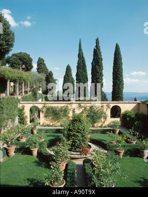 The formal garden at Villa le Balze, Fiesole, Tuscany, Italy, now owned by Georgetown University. The gardens were - Stock Photo