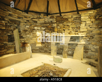 dh Replica SKARA BRAE ORKNEY Dresser fireplace and box bed inside replica of prehistoric house - Stock Photo