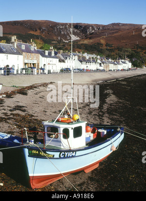 dh  ULLAPOOL ROSS CROMARTY Fishing boat a shore Loch Broom town houses waterfront beach scotland