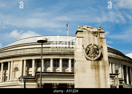 The Cenotaph and Manchester central library - Stock Photo