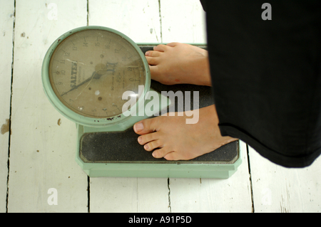 Old Fashioned Weighing scales and feet - Stock Photo