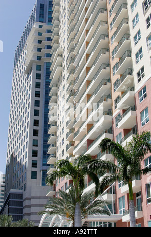 Miami florida brickell avenue the mark high rise luxury for Plural of balcony