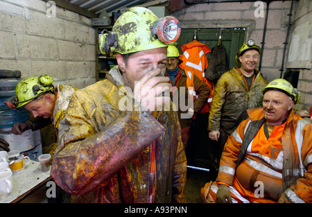 Coal miners drink tea in their cabin at the newly re opened Unity Mine Cwmgwrach near Neath Wales UK GB EU - Stock Photo
