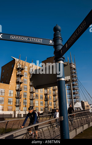 RIVERSIDE BRIDGE, situated on the Thames Path near to Canary Riverside pier and Limehouse  Marina. - Stock Photo
