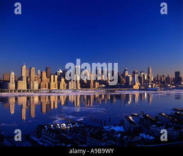 WINTER ICE FLOATING ON HUDSON RIVER MIDTOWN SKYLINE MANHATTAN NEW YORK CITY FROM NEW JERSEY USA - Stock Photo