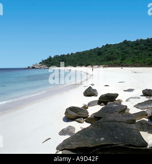 Beach on the uninhabited island of Ko Phai (Bamboo Island) near Pattaya, Thailand - Stock Photo