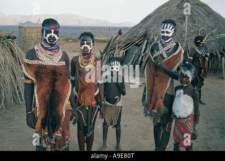 Villagers ready for Karo dances Banks of Omo river Murulle Ethiopia - Stock Photo