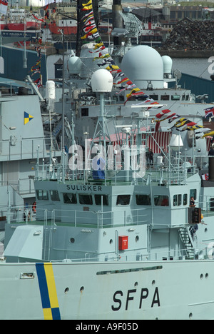 The bridges of the Scottish Fisheries Protection Agency vessel the 'Sulisker' and 'HMS Southampton' as seen from - Stock Photo