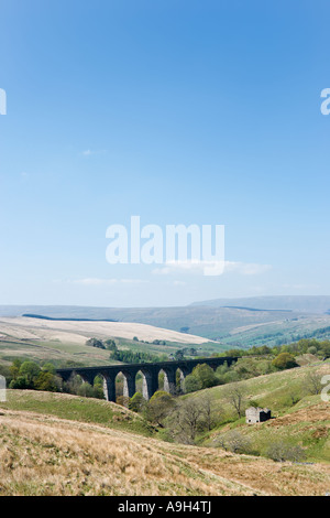 Dent Head Viaduct, Settle Carlisle Railway, Dentdale, Yorkshire Dales National Park, North Yorkshire, England - Stock Photo