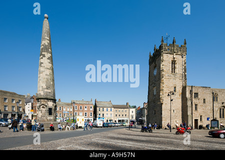 Town Centre and Market Place, Richmond, Yorkshire Dales, North Yorkshire, England, UK - Stock Photo