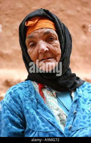 Bereber elderly woman in Ait Benhaddou Kasbah near Ouarzazate - Stock Photo