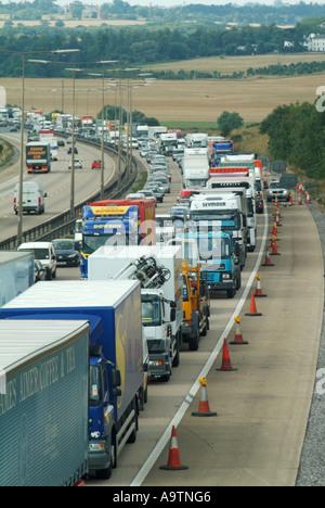 M25 Motorway queuing traffic clockwise and free flowing traffic anti clockwise - Stock Photo