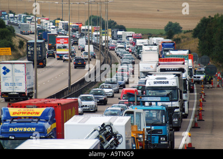 M25 Motorway queuing traffic clockwise and busy traffic anti clockwise - Stock Photo