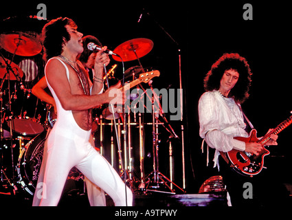 QUEEN UK group with Freddie Mercury at left and Brian May in March 1977 - Stock Photo