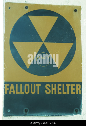 fallout shelter sign on government building during Cuban missile crisis in 1962 - Stock Photo