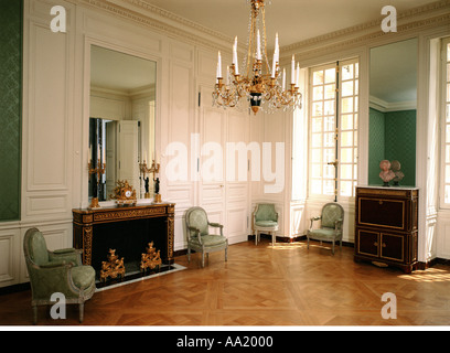 Louis xviii versailles museum stock photo royalty free for Chambre de la reine versailles