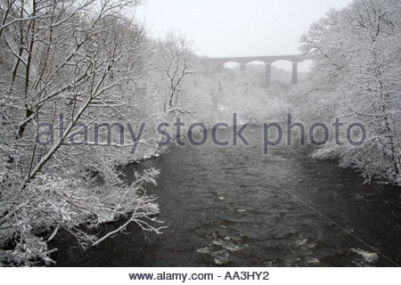 Pontcysyllte aqauduct in snow over the River dee Wales winter - Stock Photo