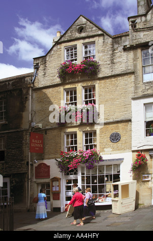 Sally Lunns tea rooms Bath NE Somerset England UK The oldest house in Bath 1482 - Stock Photo