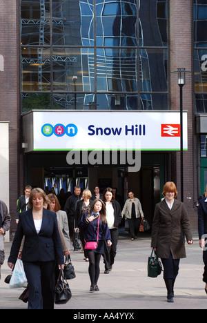 Morning commuters leaving Snow Hill railway station, Birmingham, West Midlands, England, UK - Stock Photo